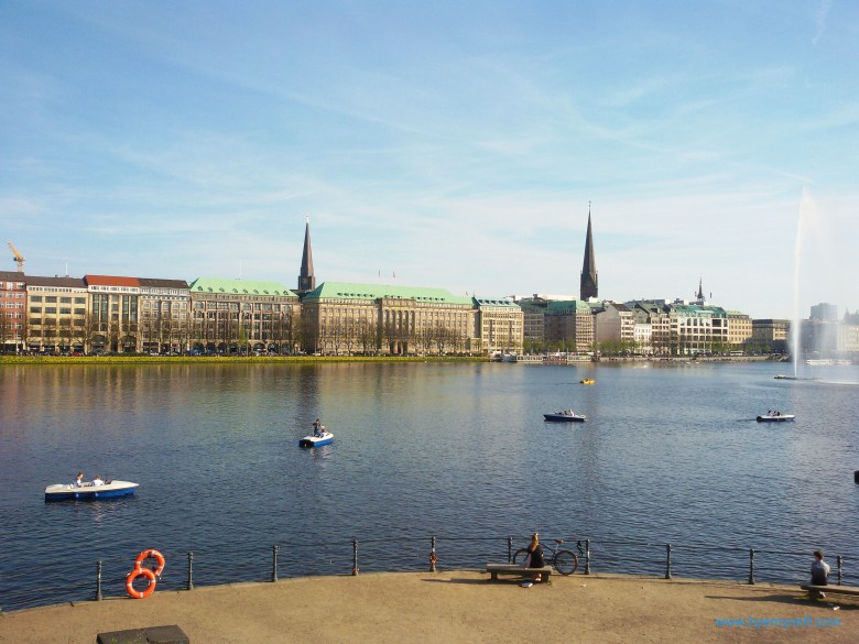 bye_myself_Alster lake from Lombards bridge
