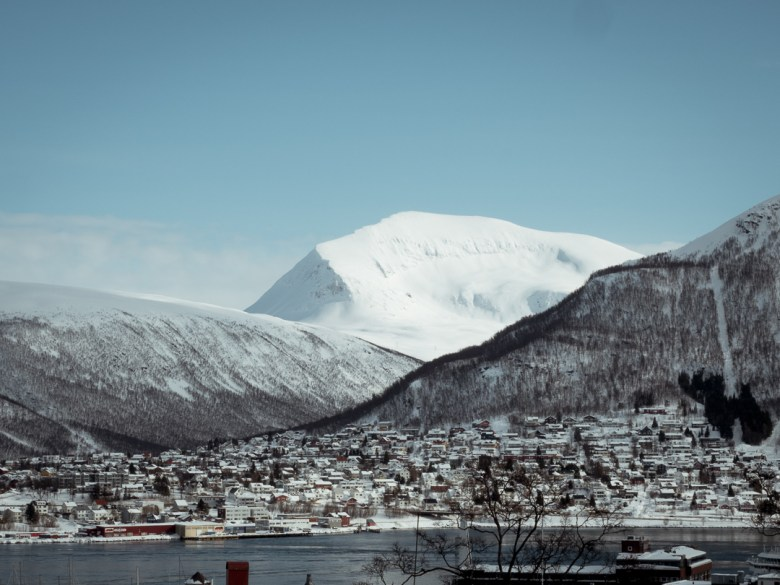 12. Tromsdalstinden seen from the city.jpg