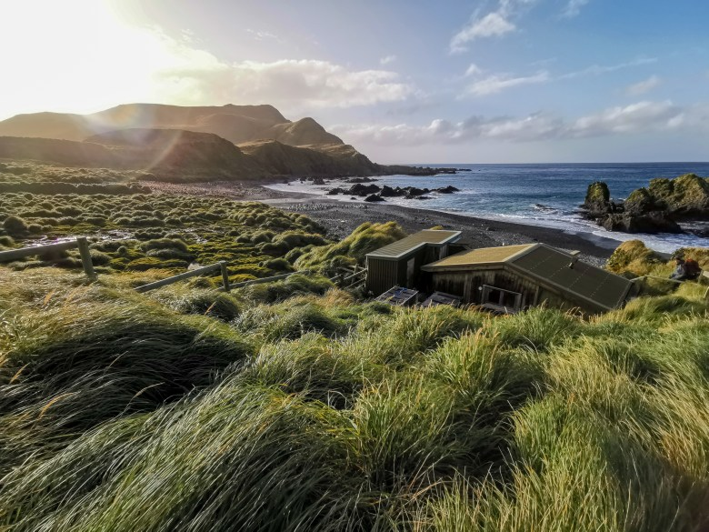 The Green Gorge is home to a Field Hut, elephant seals and a colony of King Penguins