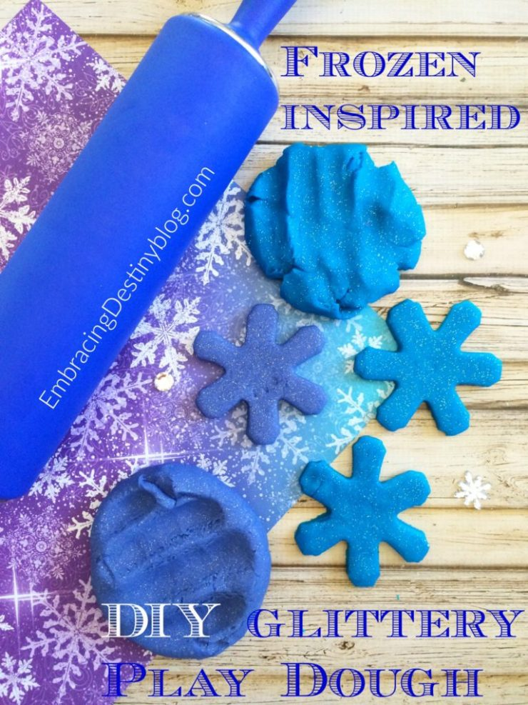 Make this fun Frozen inspired DIY play dough with glitter and peppermint scent! Perfect for your little Disney Frozen fan! heartandsoulhomeschooling.com
