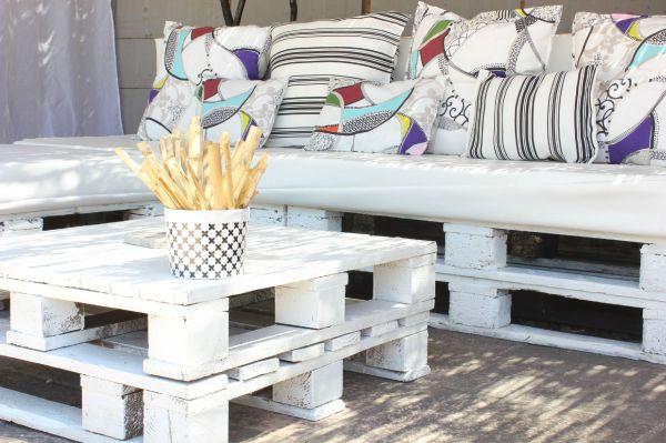 Salon De Jardin En Palette Tutorial Sofa And Coffee - Year of Clean ...