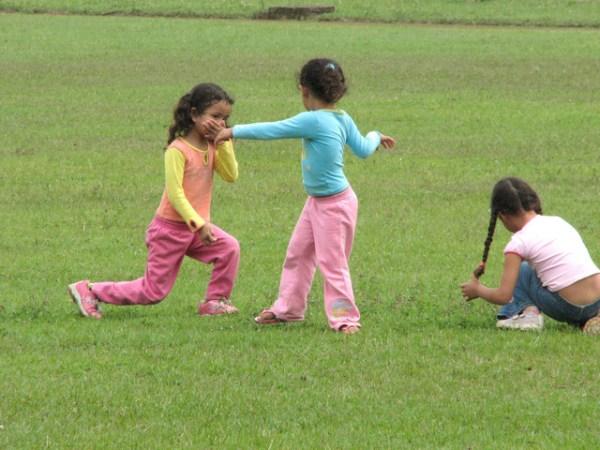 kids-at-play-1431773-640x480