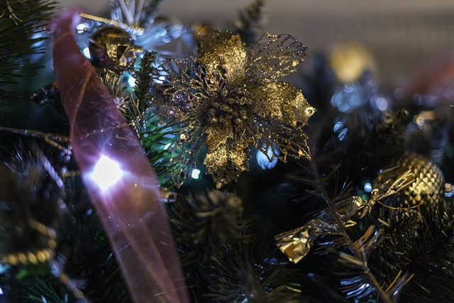 How to Make Your Holiday Decorations Look Extraordinary