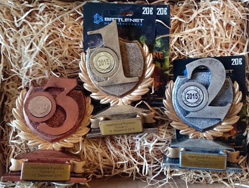 Die Pokale erwarten bereits die Gewinner des Hearthstone Frankfurt III