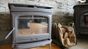 Jotul Sebago Wood Fireplace (floor model) Regular Price $3,459.00 SALE PRICE = $3,159.00 NO TAX DURING OUR MAY SALES EVENT TOO!