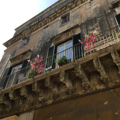 Lecce building with ornate balcony