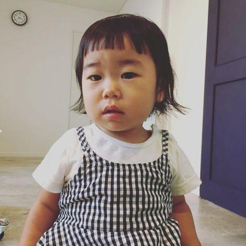 可愛いお客様️親子ブースにて、チョキチョキ️初めてのカットなのに、と〜〜ってもお利口さんでした♡よくできましたありがとね(o^^o)#子供カット#キッズカット#子供ヘアスタイル#AKIKO #HEARTY#高崎美容室 @akikokiakikoki