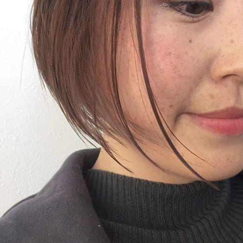 ばっさりショートボブヘアチェンジ❣️片耳だけにインナーカラーを入れ、大人の密かなるイヤリングカラーに。限りなく透明感のあるピンクベージュでこなれ感大のさりげなヘアー。#ショートボブ#大人のインナーカラー #イヤリングカラー#ピンクベージュ#hearty#高崎美容室ハーティー @akikokiakikoki
