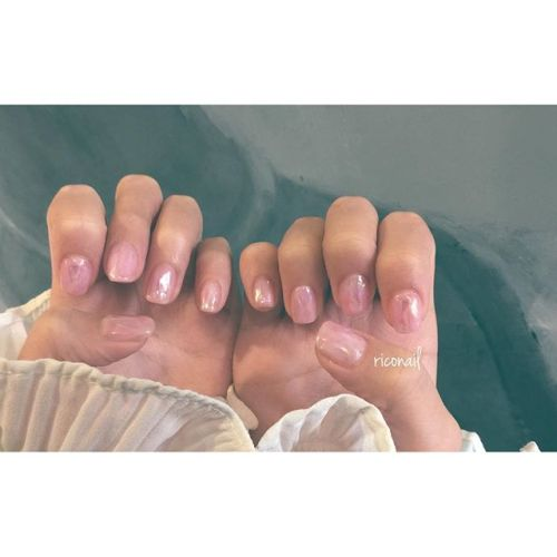 HEARTYのアイリスト えみりちゃんのnew nailは キラッと光るピンクのモテ系︎今回は 珍しく10本揃えて。#riconail #HEARTY #abond #nail #nails #gelnail #gelnails #nailart #instanails #nailstagram #beauty #fashion #nuancenail #pink #ネイル #ジェルネイル #ネイルデザイン #フィルムネイル #オーロラネイル #ニュアンスネイル #ショートネイル @riconail123