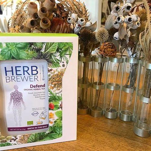 今日おすすめのHERB BREWER.Defendハーブティーは免疫を高める抗酸化作用や免疫強化、抗菌、抗ウイルス作用に優れたハーブのブレンドです!.さらにビタミンを豊富に含むローズヒップとエルダーベリーでこの時期の栄養補給にぴったりです.ちょっと甘酸っぱくてとてもおいしいです.#HEARTY #HEARTYabond #高崎美容室#herbbrewer #defend #rosehip #elderberries#herbtea #ハーブティー #飲む点滴