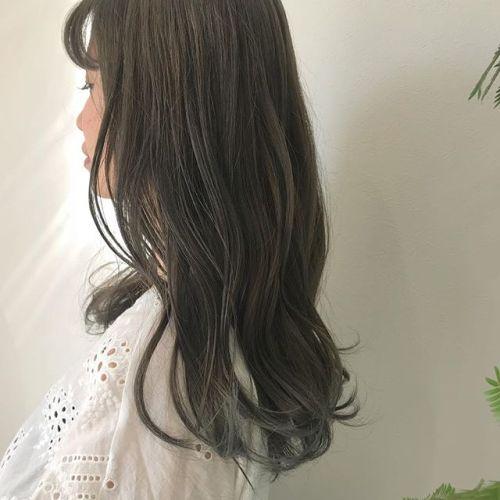 担当シオリ @shiori_tomii オレンジみを消すためにマットベージュをいれて柔らかcolor透明感カラーにケアは必須です🧚♀️明日以降ご予約に空きがありますのでぜひお待ちしております♡#hearty#shiori_hair #マットベージュ#高崎美容室