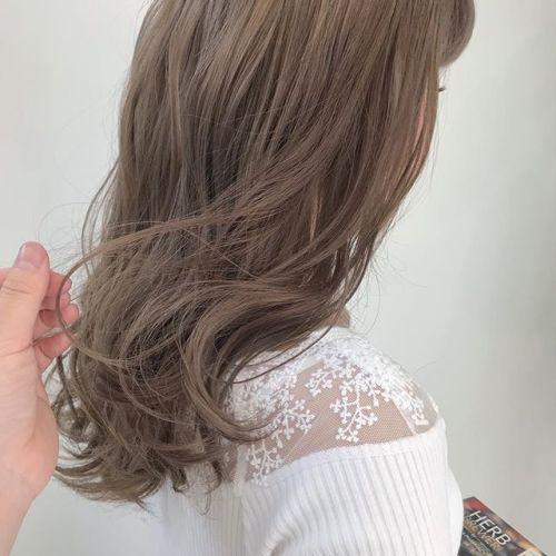担当シオリ @shiori_tomii 柔らかな王道ベージュ🦕#hearty#shiori_hair #ベージュ#高崎美容室