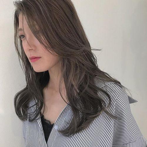 担当シオリ @shiori_tomii 明日のご予約まだ空きがございます♡ぜひお待ちしております🦖🦖#hearty#shiori_hair #シアーベージュ#高崎美容室#グレージュ#ベージュ#透明感カラー
