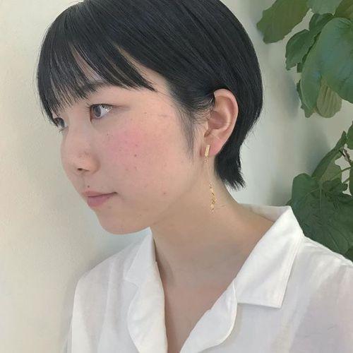 担当シオリ @shiori_tomii 就活使用にブルーグレーでトーンダウンヘアはあえて巻かないストレートバングが今っぽくてかわいいです#hearty#shiori_hair #ブルーグレー #高崎美容室#ショートヘア