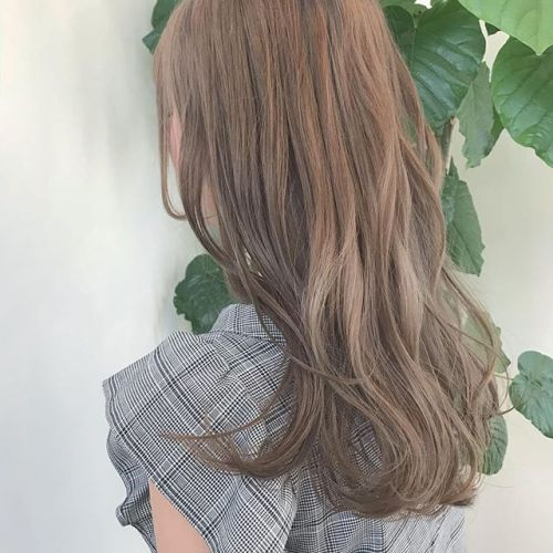 担当シオリ @shiori_tomii 黒染めからケアブリーチでハイトーンベージュに♡綺麗にベースをつくるにはブリーチをただすればいいわけではないのでご相談くださいね#hearty#shiori_hair #ハイトーン#ハイトーンカラー#高崎美容室#高崎