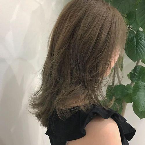 担当シオリ @shiori_tomii レイヤーをいれて、ケアブリーチしてベージュカラーに初ブリーチも素敵にします♡#hearty#shiori_hair #ハイトーン#ベージュ#高崎美容室#高崎
