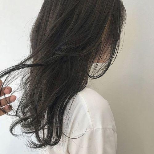 担当シオリ @shiori_tomii 前頭にケアブリーチでハイライトいれてラフな動きを🦈ブリーチなしのグレージュです#hearty#shiori_hair #グレージュ#ハイライト#ハイトーン#高崎美容室#高崎
