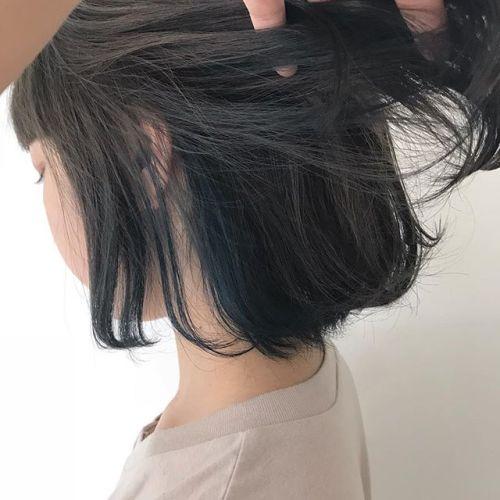 担当シオリ @shiori_tomii インナーブルーにベースをグレージュに🦋🦋Blueのインナーへ職場にもばれにくくおすすめです♡#hearty#shiori_hair #インナーカラー#ハイライト#ブルージュ#ブルー#グレージュ#ヘアスタイル#ヘアカラー#高崎美容室#高崎