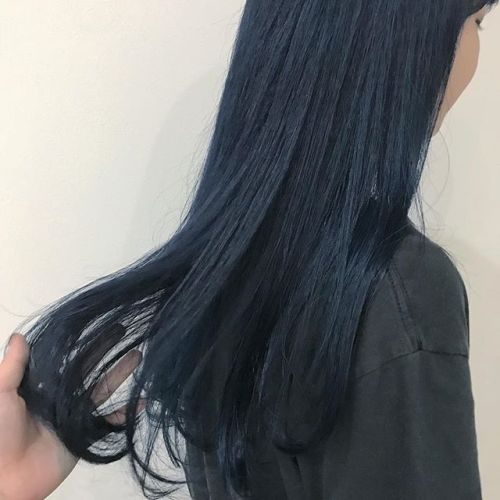 担当シオリ @shiori_tomii 前頭BLUE color派手カラーでかわいいもっと派手派手できれいなBLUEなのに写真で伝わらないのがかなしいです。。。#hearty#shiori_hair #ブルージュ#ネイビーカラー #グレージュ#ヘアカラー#高崎美容室#高崎
