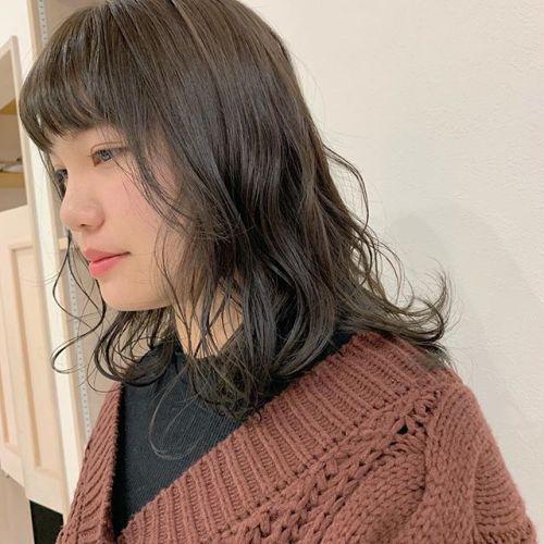 担当シオリ @shiori_tomii ブリーチはせず、トーンを1度あげてアッシュグレーをいれました🦈🦈#hearty#shiori_hair #アッシュグレー#グレージュ#透明感カラー#くすみカラー#高崎美容室#群馬美容室#高崎#群馬