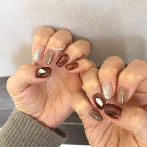HEARTYギャラリーの作品をバックに︎たくさんの作品が展示されていますので ご覧になりたいお客様はゼヒHEARTYにお越しくださいませ♡#riconail #HEARTY #abond #nail #nails #gelnail #gelnails #nailart #instanails #nailstagram #beauty #fashion #nuancenail #ネイル #ジェルネイル #ネイルデザイン #ニュアンスネイル #ヴィンテージネイル @riconail123