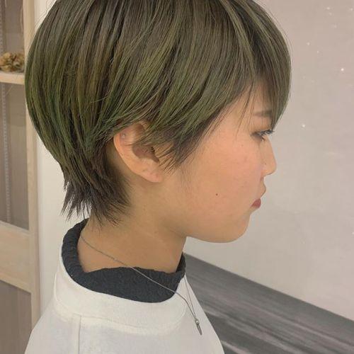 スモーキーグリーンのハイライトとローライト🌲🌲🌲#hearty#shiori_hair #スモーキーグリーン#グリーン#ハイライト#ローライト#ショートヘア#ハンサムショート#高崎美容室#群馬美容室#高崎#群馬