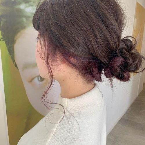 インナーカラーでピンクをアレンジするとさらにかわいいです〜この春ピンクにしてみましょう🦢 担当シオリ @shiori_tomii #hearty#shiori_hair #ピンクブラウン #ピンク#ハイライト#ヘアアレンジ#ヘアセット#ケアブリーチ#高崎美容室#群馬美容室#高崎#群馬