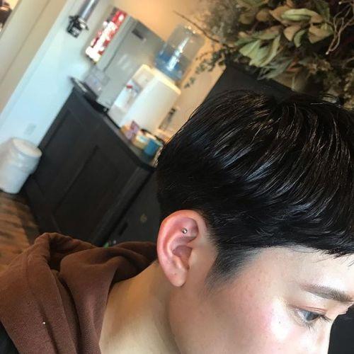マッシュラインが効いたショートヘア。  裾部分にニュアンスパーマを掛けてリバースの毛流れを作ってます。担当 野上・・・#HEARTY#abond#高崎#高崎美容室#AULALEE#comoli#fashion#ショート#ボブ#ボブスタイル#ハンサムショート#センターパート#奥行きショート#エヌドット#ポリッシュオイル#yay