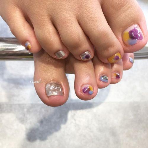 パンジーのような色合わせのフットネイル❁#riconail #HEARTY #abond #nail #nails #footnail #gelnail #gelnails #nailart #instanails #nailstagram #beauty #fashion #nuancenail #ネイル #ジェルネイル #フットネイル #ネイルデザイン #ニュアンスネイル #ミラーネイル #シアーネイル @riconail123