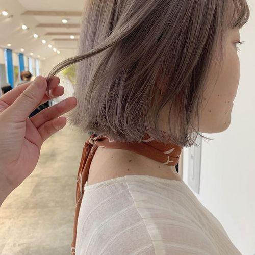 担当シオリ @shiori_tomii ケアブリーチをしてラベンダーベージュ#hearty#shiori_hair #ラベンダーベージュ#ピンクベージュ#ベージュ#ハイトーン#切りっぱなしボブ#高崎美容室#群馬美容室#高崎#群馬