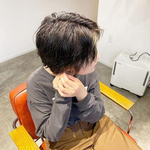 ハンサムショートにパーマon︎ 前髪の内側ブリーチしてアクセントを︎ 担当 @jukito_yajima #パーマ#ハンサムショート#カットカラー#ショートヘア#パーマ#ボブ#bob#切りっぱなしボブ#ボブパーマ#ショートパーマ#ハイライトカラー#ハイライト#ヘアセット#インナーカラー#前髪インナーカラー#ブリーチカラー#ショート#ショートウルフ#黒髪パーマ