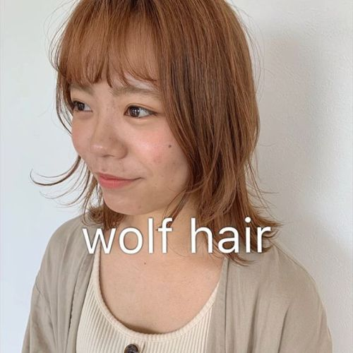 担当シオリ @shiori_tomii ウルフに抵抗ある方はレイヤーをたっぷり入れて顔周りに動きをだしてあげるとぽくなってかわいいです♡#hearty#shiori_hair #ウルフカット #スタイリング動画 #アレンジ動画 #ウルフヘア#オレンジカラー #高崎美容室#群馬美容室#高崎#群馬