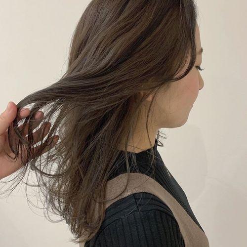 担当シオリ @shiori_tomii アッシュベージュ🐅もともと入ってたハイライトをいい感じにいかしました♡#hearty#shiori_hair#アッシュベージュ#ベージュ#ハイライト#ケアブリーチ#高崎美容室#群馬美容室#高崎#群馬