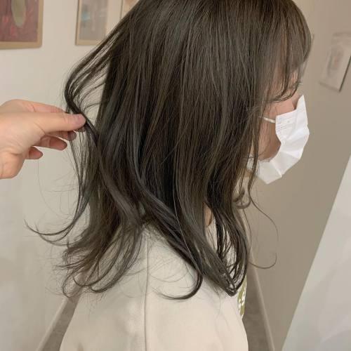 担当シオリ @shiori_tomii 来年入社の稲葉さんをカラーオリーブベージュ#hearty#shiori_hair #オリーブベージュ #オリーブグレージュ #オリーブカラー #マットベージュ#カーキグレージュ #高崎美容室#群馬美容室#高崎#群馬