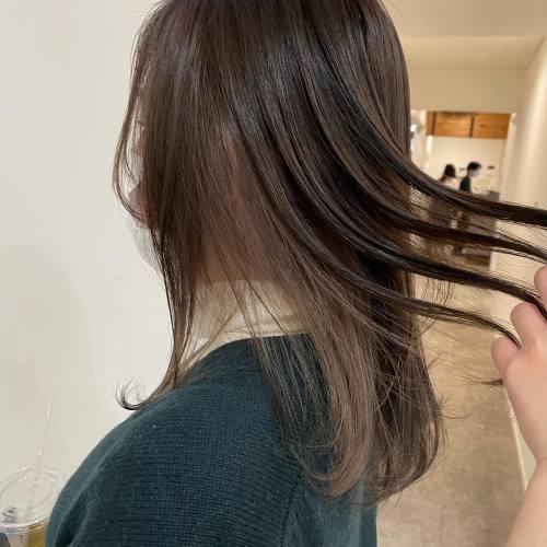 担当シオリ @shiori_tomii インナーカラー#hearty#shiori_hair #インナーカラー#ミルクティーベージュ #ミルクティーグレージュ #アッシュ#アッシュグレー #グレージュ#透明感カラー#地毛風カラー #高崎美容室#群馬美容室#高崎#群馬