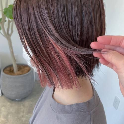 担当シオリ @shiori_tomii ベビーピンクのインナーカラー#hearty#shiori_hair #インナーカラー #インナーカラーボブ #ハイライト#ベビーピンク#ブロッサムピンク #ピンクベージュ #ピンクカラー #切りっぱなしボブ#ボブ#高崎美容室#群馬美容室#高崎#群馬
