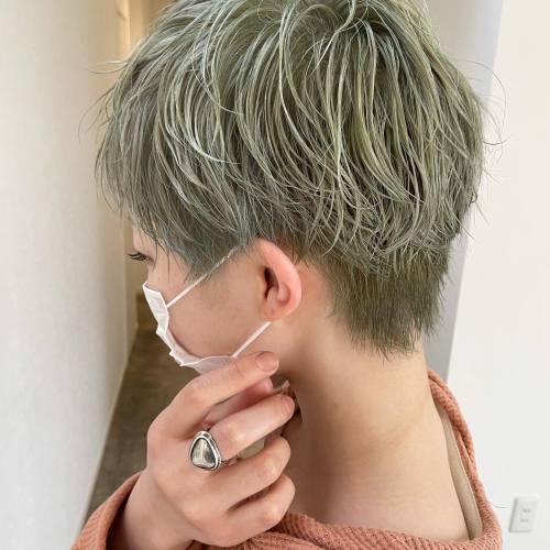 担当シオリ @shiori_tomii スタッフの石田 @__dgf6 をライムカラーに#hearty#shiori_hair #ライムグリーン #グリーンカラー #グリーンアッシュ #ショートヘア#高崎美容室#群馬美容室#高崎#群馬