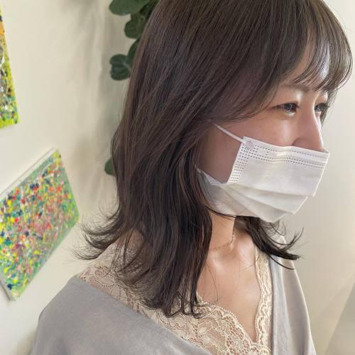 担当シオリ @shiori_tomii 今おすすめのショコラグレージュ顔周りcutも♡♡下ろしてもかわいいし、しばっても◎#hearty#shiori_hair #ショコラグレージュ#ぷつっとカット #切りっぱなし#切りっぱなしミディアム #高崎美容室#群馬美容室#高崎#群馬