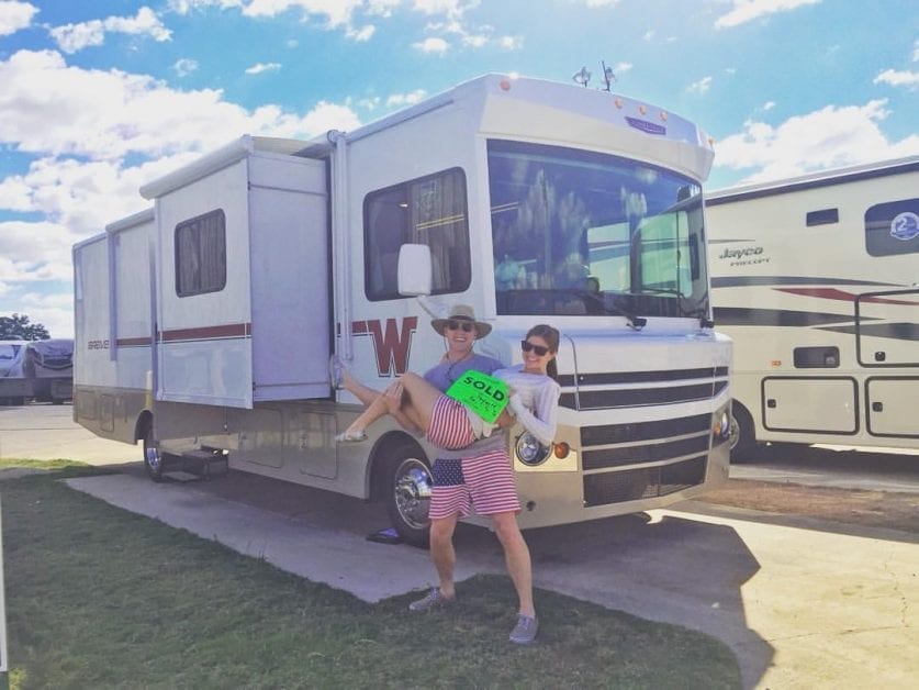 39 Pictures of Extremely Happy People Buying Their First RV