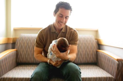 columbus-ohio-fresh-48-dad-holding-baby-couch-full