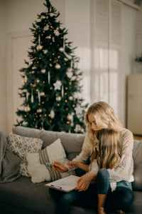 Author Heather Earles Gives Her Top Tips For Holiday Shopping-No Stressed Attached #HeatherEarles #herbnwisdom #holidayshopping #giftideas #Christmasgiftideas #Thanksgivingprep #naturalliving #homemade #DIYgiftideas #vanillaextract