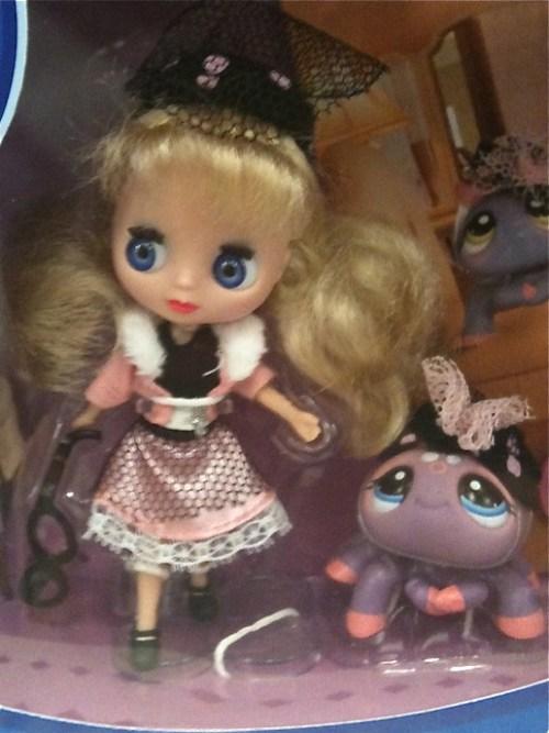 Blythe loves Littleest Pet shop