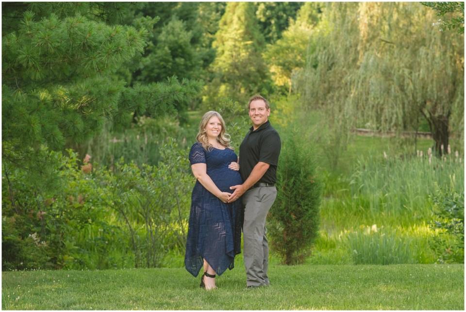summer maternity portraits, sayen gardens, hamilton new jersey,