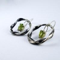 mitsuro peridot earrings