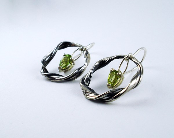 mitsuro peridot earrings