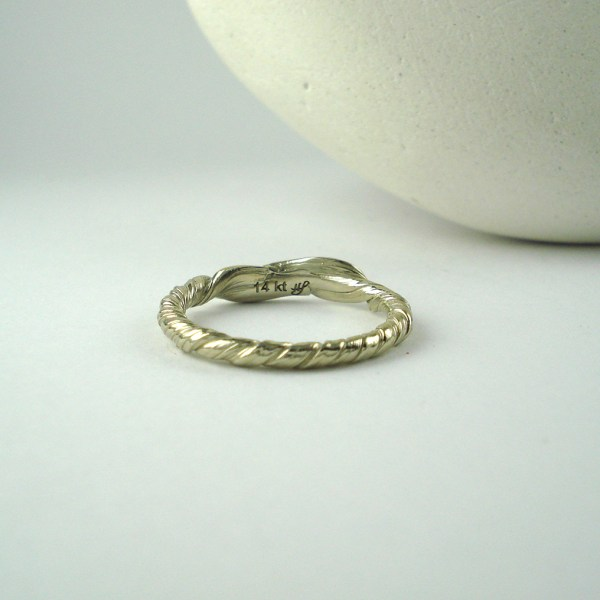 mitsuro leaf wedding band back