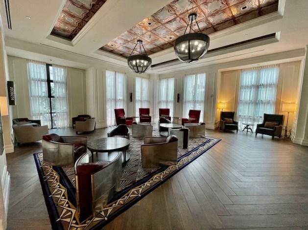 New Orleans hotel bar