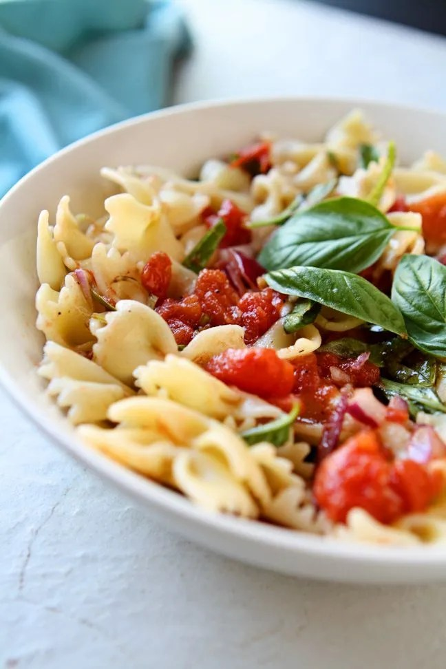 Bowtie Pasta with Simple Tomato Sauce | Healthy and delicious and only 9 ingredients. Ready to eat in less than 20 minutes! | heavenlyhomecooking.com