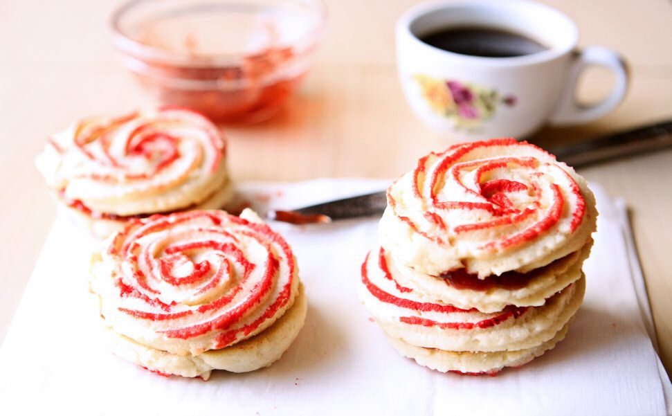 Rosette Butter Cookies | Delicious and easy 6-ingredient butter cookies perfect for the holidays or any time of year! | heavenlyhomecooking.com