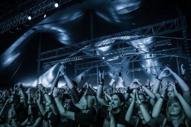 Begeisterte Wacken Fans beim Bloodywood Auftritt